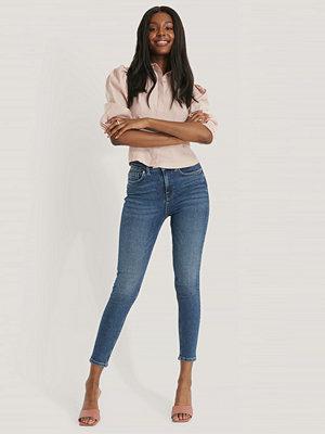 NA-KD Trend Skinny Jeans I Powerstretch Med Hög Midja blå