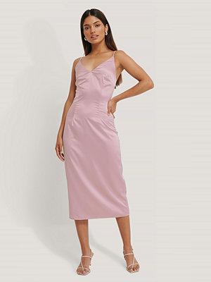 Jldrae x NA-KD Slipklänning rosa