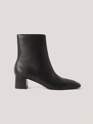NA-KD Shoes Låga, Fyrkantiga Boots Med Lutande Tå svart