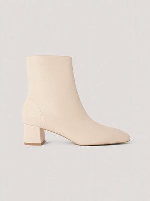 NA-KD Shoes Låga, Fyrkantiga Boots Med Lutande Tå beige