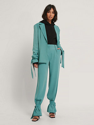 Hoss x NA-KD Kostymbyxor Med Knytning På Benen blå turkosa