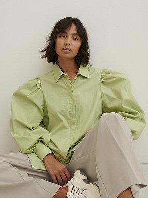 Trine Kjaer x NA-KD Skjorta Med Ballongärm grön