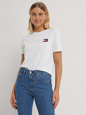 T-shirts - Tommy Jeans Tommy Badge T-Shirt vit