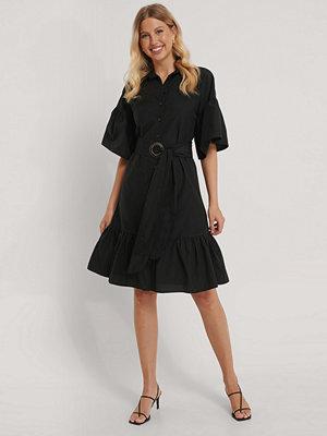 Trendyol Miniklänning I Skjortmodell Med Bälte svart