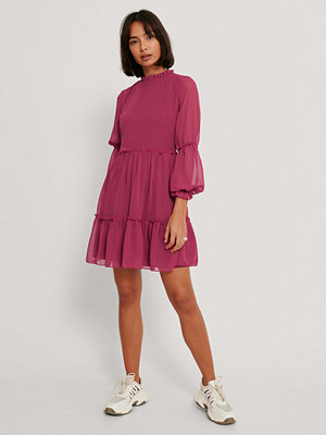 Trendyol Klänning Med Små Meshärmar rosa