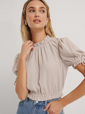 NA-KD Party Cropped Frill Neck Top beige