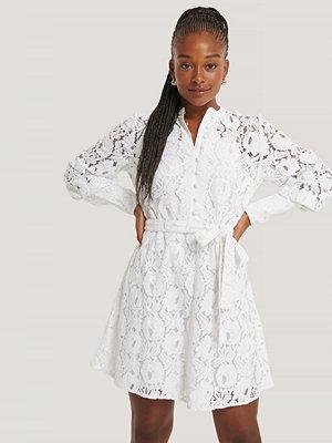 NA-KD Trend Spetsklänning vit