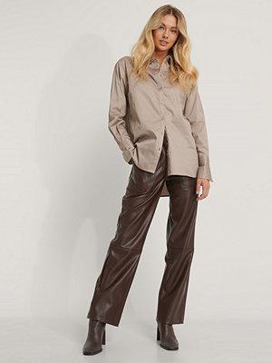 NA-KD Reborn Recycled Oversize Skjorta brun