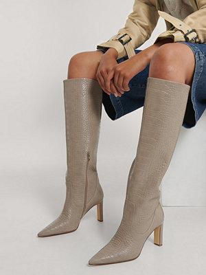 NA-KD Shoes Spetsiga Boots Med Löst Skaft beige