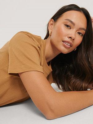 NA-KD Basic Bas-T-Shirt brun