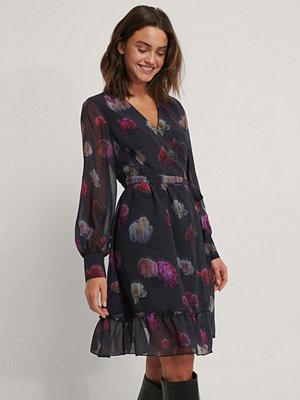 NA-KD Trend Omlottklänning I Chiffong Med Blommigt Tryck multicolor