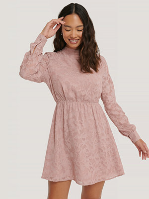 NA-KD Boho Jacquardklänning rosa