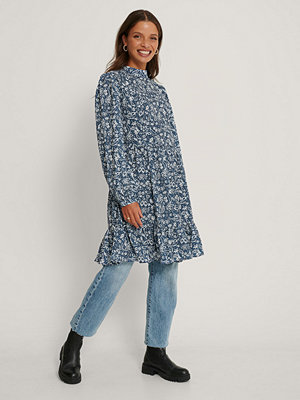 Trendyol Klänning Med Blommönster blå