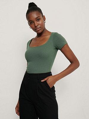 T-shirts - NA-KD Basic Ribbad Topp Med Djup Rund Halsringning grön