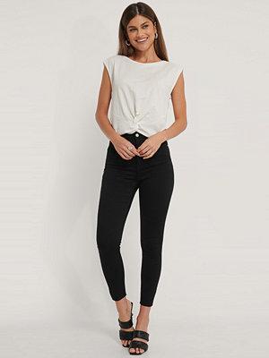 NA-KD Reborn Ekologiska Skinny Jeans Med Hög Midja Och Rå Fåll svart