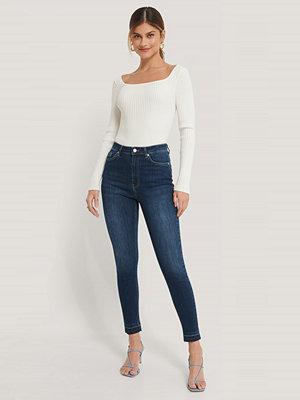 NA-KD Reborn Ekologiska Skinny Jeans Med Hög Midja Och Öppen Fåll blå