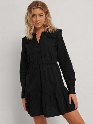 NA-KD Trend Skjortklänning Med Broderad Krage svart