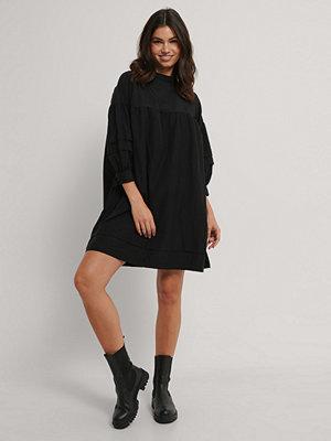 Trendyol Miniklänning I Vid Skärning svart