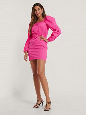 NA-KD Trend Klänning Med Puffärm Och Fyrkantig Halsringning rosa