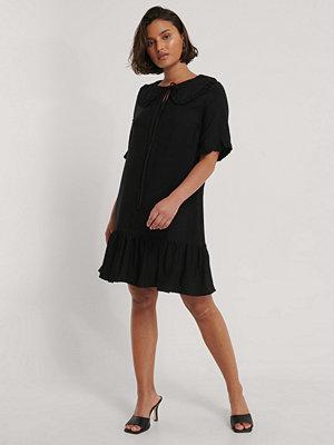 Trendyol Miniklänning Med Kragdetalj svart