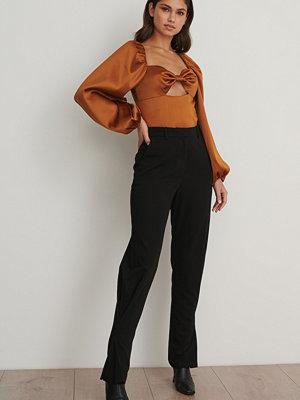 Chloé B x NA-KD Smala Kostymbyxor I Ankelmodell svart svarta