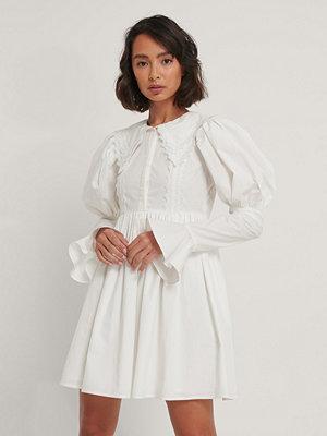 NA-KD Trend Skjortklänning Med Spetsdetalj vit