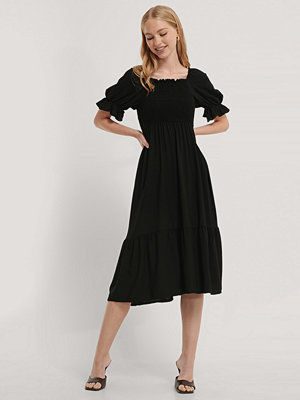 Trendyol Midiklänning Med Smock svart