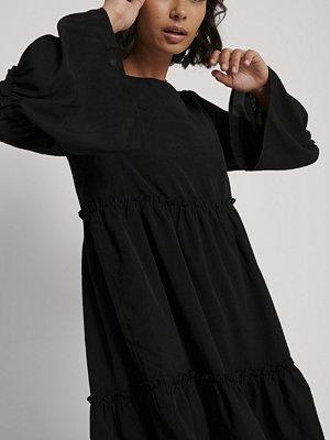NA-KD Miniklänning Med Vid Ärm svart