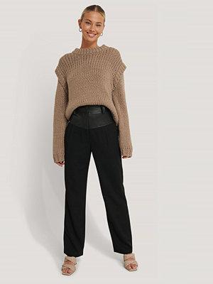 NA-KD Trend Kostymbyxor Med Pu-Detalj svart svarta