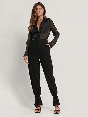 Basma & Merna x NA-KD Kostymbyxor Med Knytdetalj svart svarta