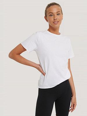 NA-KD Reborn Ekologisk T-shirt Med Rå Kant vit