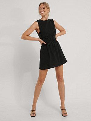 NA-KD Ärmlös Miniklänning svart