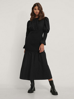 NA-KD Trend Smockklänning Med Puffärm svart