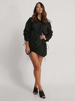NA-KD Trend Miniklänning Med Dragsko svart