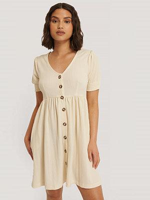 NA-KD Reborn Recycled Jerseyklänning Med Knäppning beige