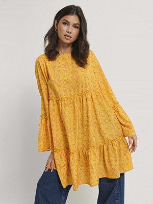 NA-KD Miniklänning Med Vid Ärm gul