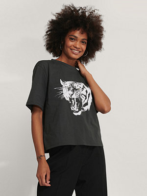 NA-KD Oversize T-Shirt Med Tryck grå