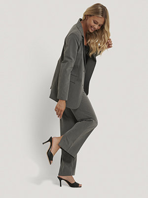 NA-KD Classic Kostymbyxor Med Slits grå mörkgrå