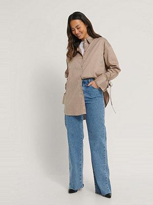 NA-KD Reborn Recycled Skjorta Med Knytärm brun