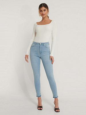 Jeans - NA-KD Reborn Ekologiska Skinny Jeans Med Hög Midja Och Öppen Fåll blå