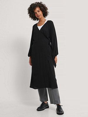NA-KD Boho Midiklänning Med En Omlottdesign svart