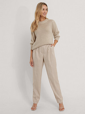 The Fashion Fraction x NA-KD Kostymbyxor Med Veck beige / omönstrade