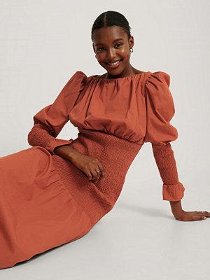 NA-KD Trend Smockklänning Med Puffärm röd