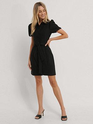 Trendyol Skjortklänning Med Krage Och Bälte svart