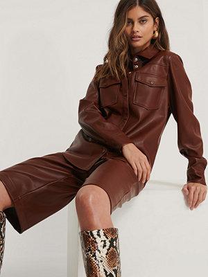 NA-KD Trend Pu-Skjorta Med Dubbla Fickor burgundy
