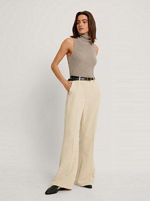 NA-KD Trend Kostymbyxor Med Fyrkantig Fåll beige omönstrade