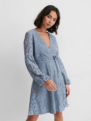 NA-KD Boho Spetsklänning Med Midjebälte blå