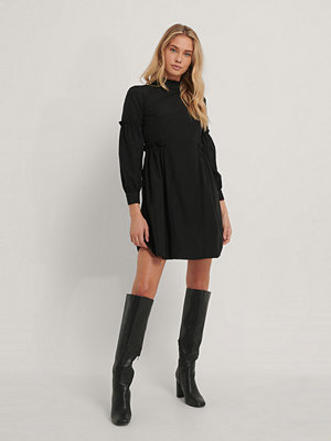 Trendyol Miniklänning Med Volangdetalj svart