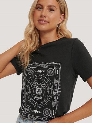 NA-KD Reborn T-Shirt Med Tryck grå