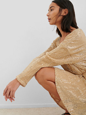 NA-KD Party Overlap Sequin Mini Dress guld